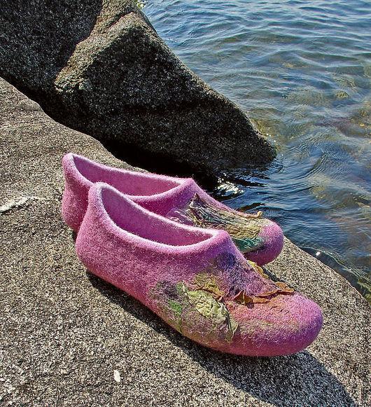 """Обувь ручной работы. Ярмарка Мастеров - ручная работа. Купить Валяные тапочки """"Лиловые цветы"""". Handmade. Валяные тапочки"""