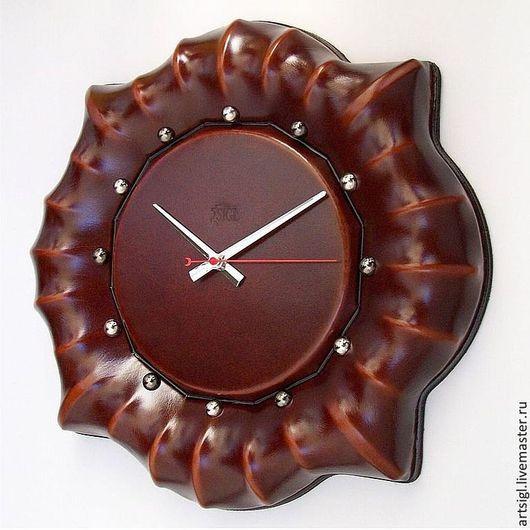 Прекрасные часы - это плод безупречного замысла, родившегося в голове конкретного человека и нарисованного на обычном листе бумаги, а уже потом доведенного до практического воплощения мастером.