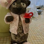 """Войлочная игрушка ручной работы. Ярмарка Мастеров - ручная работа """"Котейка в пижаме"""". Handmade."""
