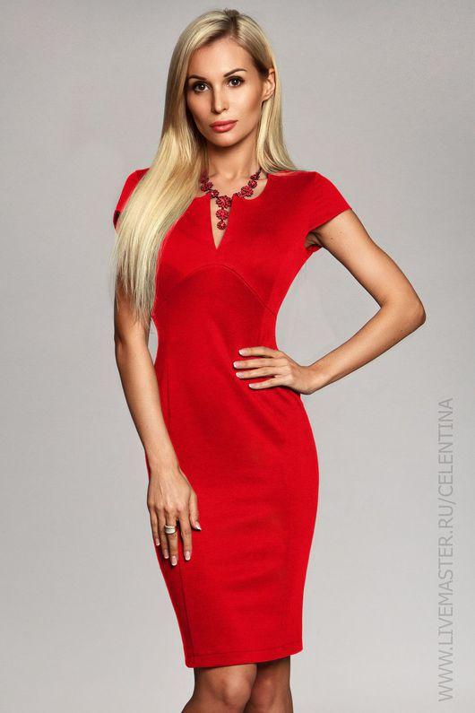 Красное повседневное платье футляр.