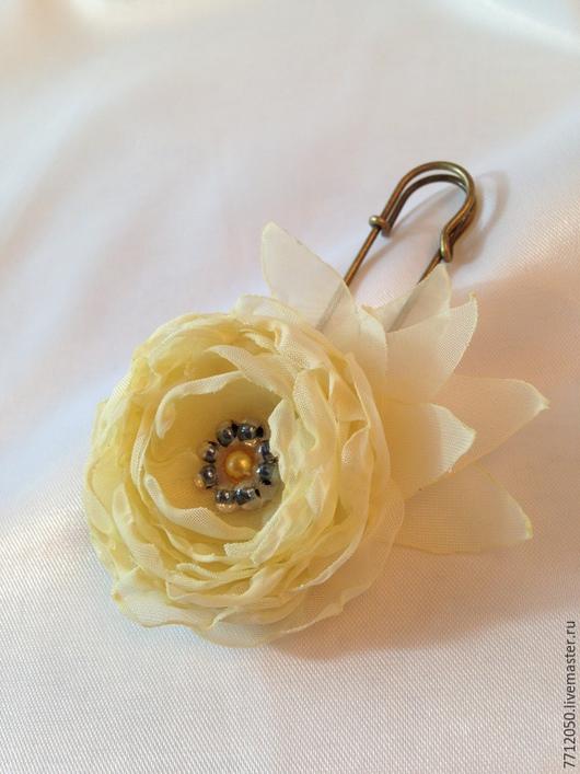 брошь-булавка желтый цветок нежный цветок небольшая брошь бисер цветы из ткани недорогое украшение бледно-желтый цветок из шифона подарок на любой случай