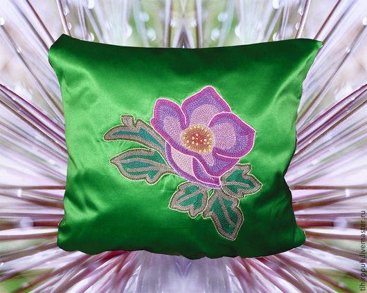 Текстиль, ковры ручной работы. Ярмарка Мастеров - ручная работа. Купить Подушка декоративная вышитая Барвинок. Handmade. Зеленый