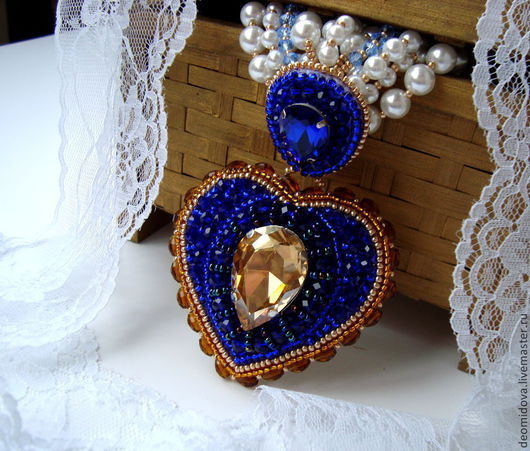 """Колье, бусы ручной работы. Ярмарка Мастеров - ручная работа. Купить """"Хрустальное сердце"""" брошь-кулон. Handmade. Тёмно-синий"""