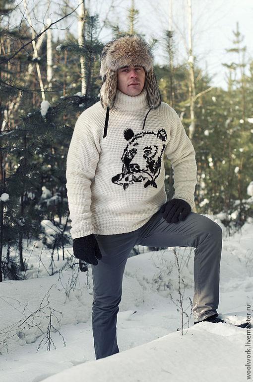 Мужской свитер  шерстяной свитер  вязаный  свитер ручной работы вязаный крючком  белый   свитер с медведем подарок для мужчины   из натуральной шерсти  для отдыха для охоты  воротник – гольф   медведь