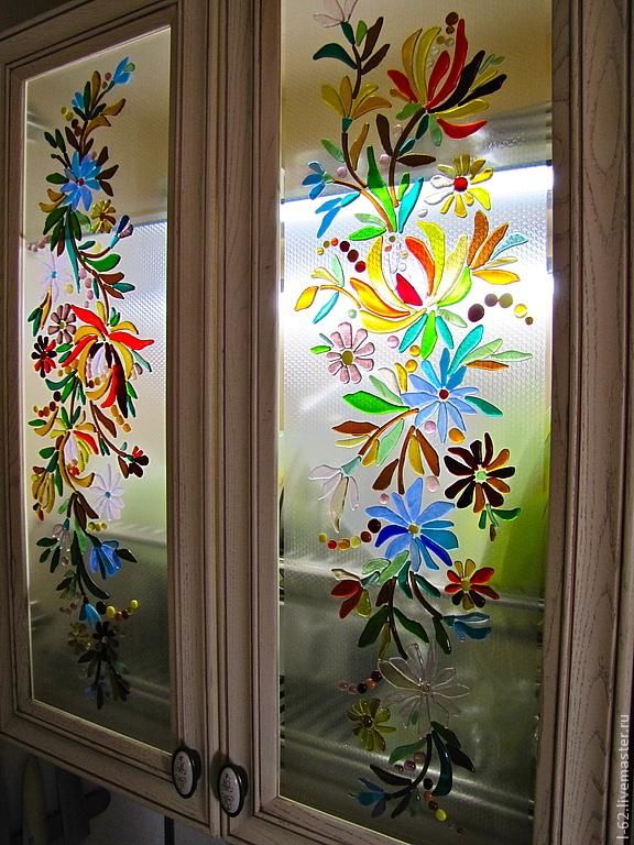 Как задекорировать стекло в шкафу