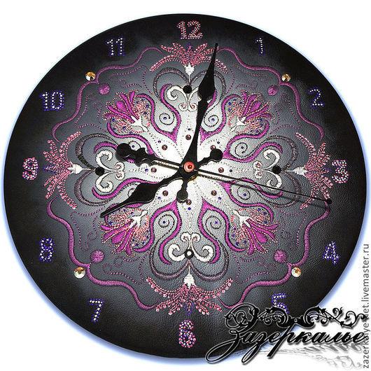 """Часы для дома ручной работы. Ярмарка Мастеров - ручная работа. Купить Часы из нат. кожи с вышивкой """"Фантасмагория"""". Handmade."""