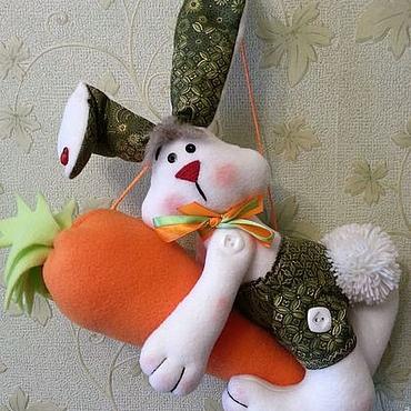 Куклы и игрушки ручной работы. Ярмарка Мастеров - ручная работа Игрушки: Зайка интерьерный на морковке. Handmade.