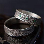 Свадебный салон ручной работы. Ярмарка Мастеров - ручная работа Обручальные кольца с песочной фактурой с изумрудами. Handmade.