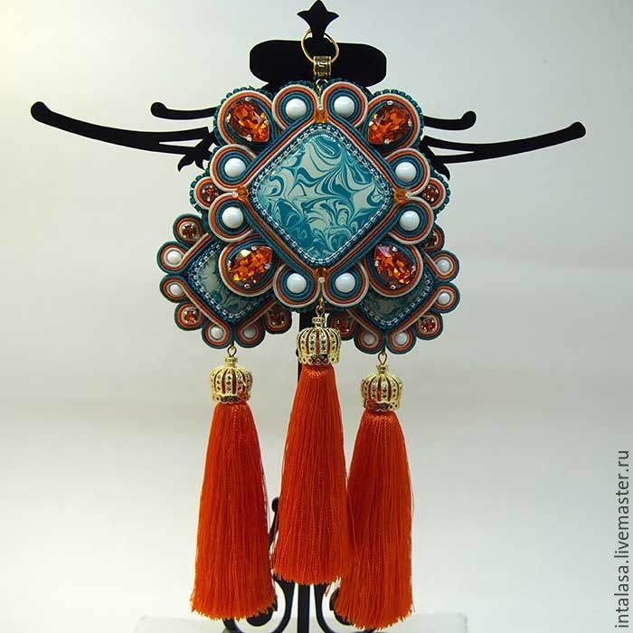 Earrings and pendant with tassels