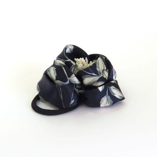Заколки ручной работы. Ярмарка Мастеров - ручная работа. Купить Резинка для волос Атласный цветок. Handmade. Чёрно-белый, ночь