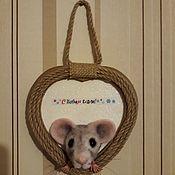 Подвески ручной работы. Ярмарка Мастеров - ручная работа Подвески: Крыска в норке. Handmade.