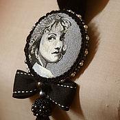 Украшения ручной работы. Ярмарка Мастеров - ручная работа вышитая брошь-портрет Greta. Handmade.