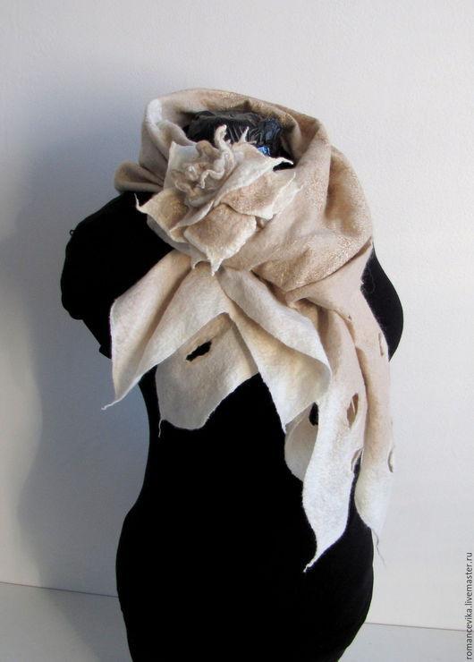 """Шарфы и шарфики ручной работы. Ярмарка Мастеров - ручная работа. Купить валяный шарф """"Сream wool"""". Handmade. теплый шарф"""
