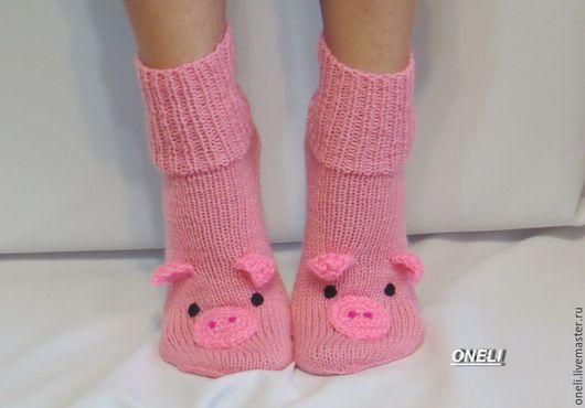 """Носки, Чулки ручной работы. Ярмарка Мастеров - ручная работа. Купить Носки вязаные """"Розовые свинки"""". Handmade. Розовый, хрюшка"""