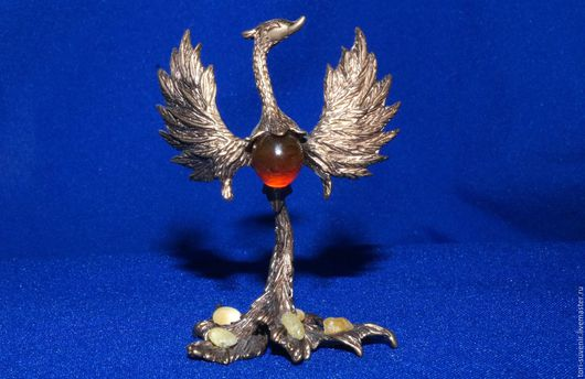 Статуэтки ручной работы. Ярмарка Мастеров - ручная работа. Купить Бронзовая птица счастья или жар-птица с янтарем.. Handmade.