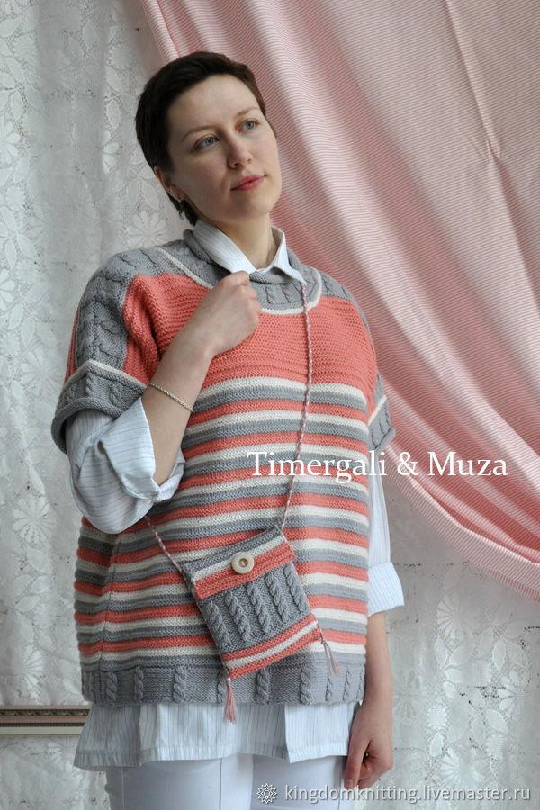 Милая вязаная жилетка разнообразит Ваш гардероб и подарит Вам прекрасное настроение! Очень удобная женская безрукавка из качественной пряжи.
