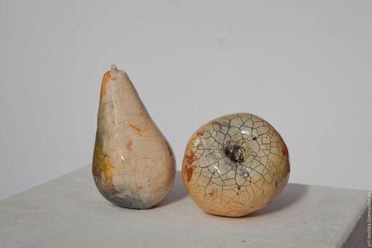 Керамические фрукты: яблоко и груша с глазурью кракле