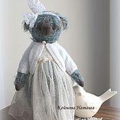 Куклы и игрушки ручной работы. Ярмарка Мастеров - ручная работа Мишка в белой кофточке. Handmade.