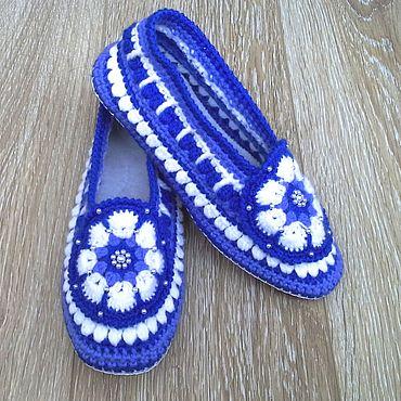 Обувь ручной работы. Ярмарка Мастеров - ручная работа Тапочки вязаные крючком Зимнее настроение. Handmade.