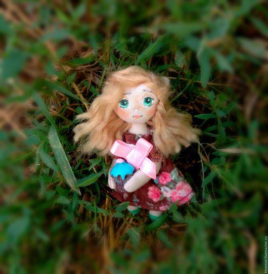 """Миниатюра ручной работы. Ярмарка Мастеров - ручная работа. Купить кукла малышка в ладошке брошь""""Магди-Магдалена"""". Handmade. Кукла в ладошке"""