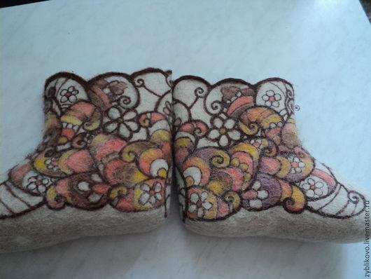 Валенки из чистой шерсти ручной валки с ручной росписью `Зимнее тепло`, автор Агафонова Татьяна