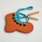 """Игрушки-шнуровки ручной работы. Ярмарка Мастеров - ручная работа Шнуровка """"Ботинок"""", деревянная развивающая игрушка. Handmade."""