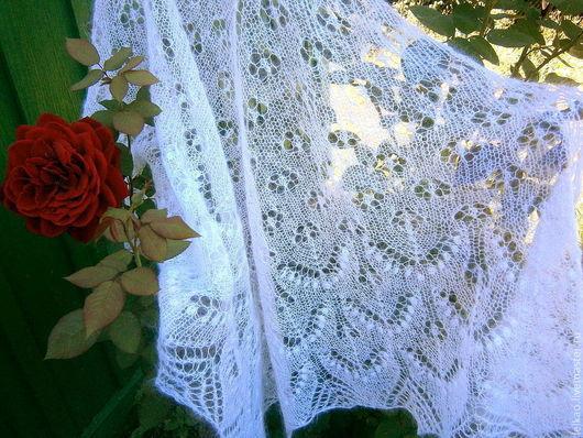 Шаль пуховая из мохера, шаль ажурная вязаная спицами, подарок женщине, шаль-паутинка, пуховый платок, свадебная шаль, шаль на свадьбу венчание