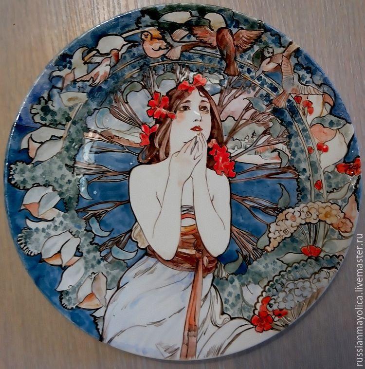 Майоликовая тарелка с живописью в стиле Модерн
