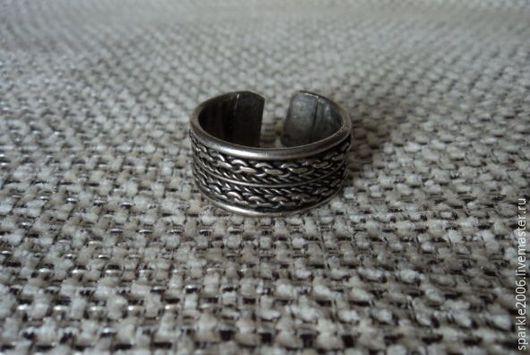 Кольцо медное посеребреное . Это широкое безразмерное кольцо с узором из `цепочек` и `веревочек`- мужское/женское кольцо в брутальном стиле. Кольцо массивное 20 размера