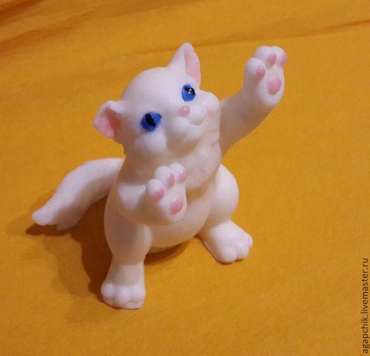 """Мыло ручной работы. Ярмарка Мастеров - ручная работа. Купить Мыло""""Котёнок Бусинка"""". Handmade. Белый, кошка, мыло ручной работы"""
