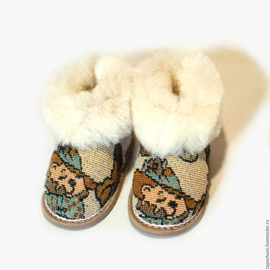 Детская обувь ручной работы. Ярмарка Мастеров - ручная работа. Купить Детские тапочки чуни из овчины мишка. Handmade. Бежевый
