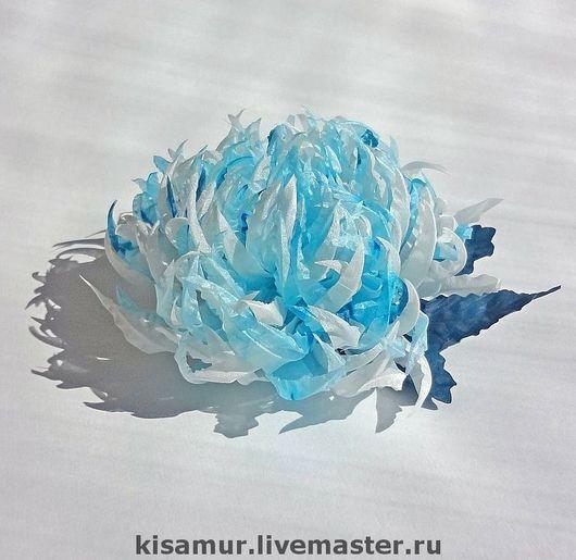 Цветы ручной работы. Ярмарка Мастеров - ручная работа. Купить брошь заколка шелковый цветок Бело-голубой хризантема. Handmade.