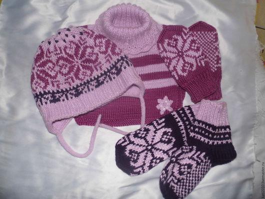 Одежда унисекс ручной работы. Ярмарка Мастеров - ручная работа. Купить Комплект шапочка, манишка, носочки, варежки норвежская снежинка. Handmade.