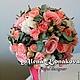 Букет невесты на портбукете. Собран из ароматных пионовидных роз, брунии, кустовых роз и натурального хлопка.