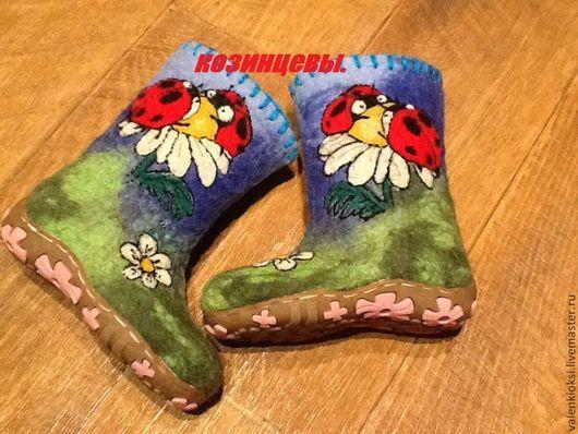 """Детская обувь ручной работы. Ярмарка Мастеров - ручная работа. Купить Валенки детские """"Божьи коровки"""". Handmade. Рисунок"""