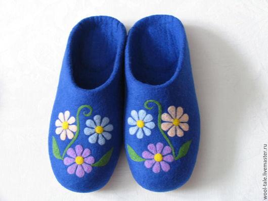Обувь ручной работы. Ярмарка Мастеров - ручная работа. Купить тапочки валяные из тонкой мериносовой шерсти с цветными ромашками. Handmade.