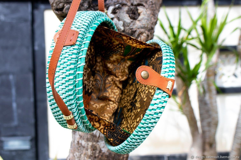 Стильная сумка из ротанга