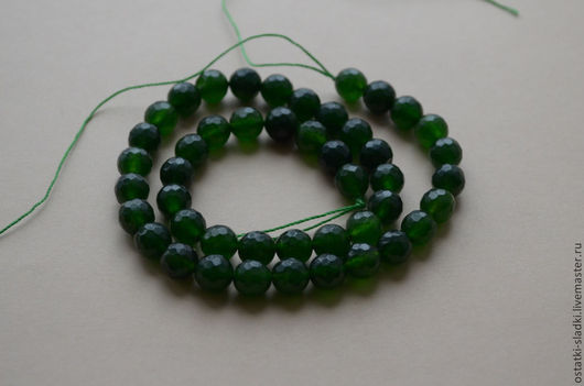 Для украшений ручной работы. Ярмарка Мастеров - ручная работа. Купить Стеклянные бусины, нить, шар граненый 8мм, темно-зеленый. Handmade.