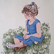 """Картины и панно ручной работы. Ярмарка Мастеров - ручная работа Вышивка крестом """"Девочка в маргаритках"""". Handmade."""