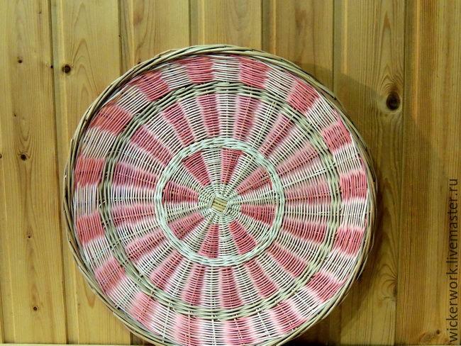 Декоративная, плетеная тарелка из лозы и ротанга
