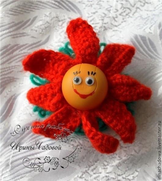 Вязаные игрушки крючком помогают малышу развивать тактильные ощущения.