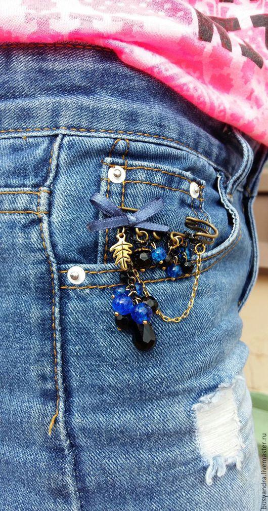 """Броши ручной работы. Ярмарка Мастеров - ручная работа. Купить брошь булавка """"Сине-черная"""". Handmade. Синий, на пальто"""