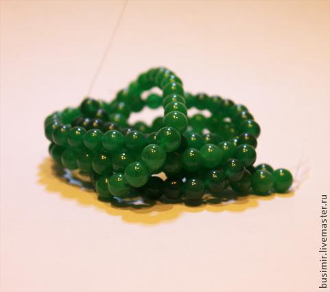 Нефрит, цвет - ярко-зеленый. Бусины нефрита 8 мм полупрозрачные. Нефрит для создания украшений. Busimir