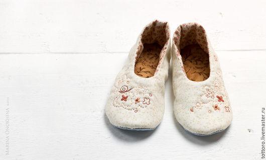 Обувь ручной работы. Ярмарка Мастеров - ручная работа. Купить Марусины тапуси. Handmade. Бежевый, Тапочки ручной работы, подарок