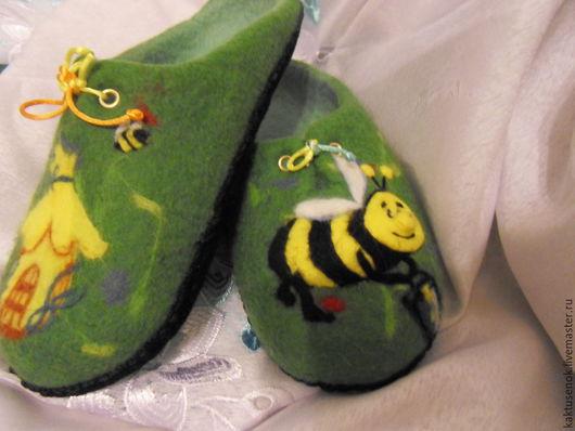 """Обувь ручной работы. Ярмарка Мастеров - ручная работа. Купить Тапочки """" Пчелкин маленький народ"""". Handmade. Зеленый"""