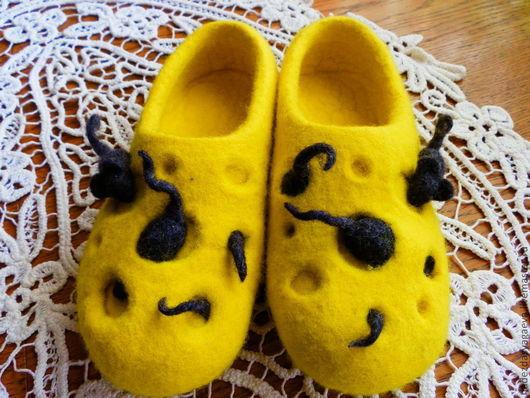 Обувь ручной работы. Ярмарка Мастеров - ручная работа. Купить тапочки валяные Мыши и сыр. Handmade. Желтый, валяные тапочки