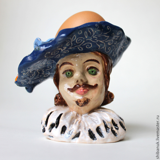 """Статуэтки ручной работы. Ярмарка Мастеров - ручная работа. Купить Керамическая подставка для яиц """"Кавалер в синей шляпе"""". Handmade. Синий"""