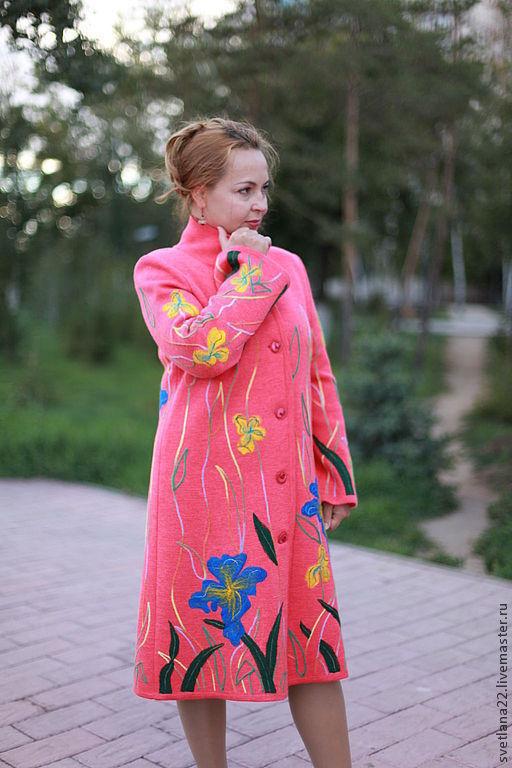 """Верхняя одежда ручной работы. Ярмарка Мастеров - ручная работа. Купить Вязаное пальто """"Яркие ирисы-2"""". Handmade. Коралловый"""