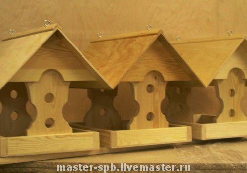 Кормушки для птиц с двускатной крышей готовые и на заказ