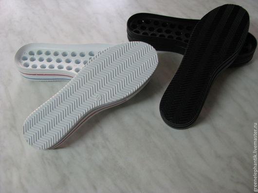 Стильная,качественная, легкая подошва  Размеры 36-40 арт.1  белая с полосками арт.2 черная  арт.3 белая